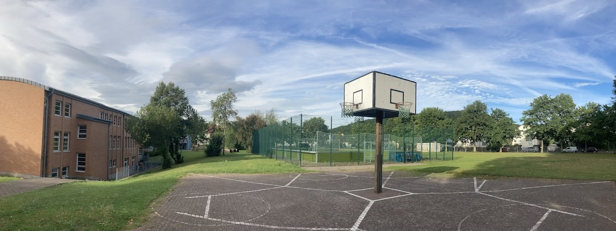 Home Main Slider Hinteransicht Soccercourt Basketball Mitte.jpg